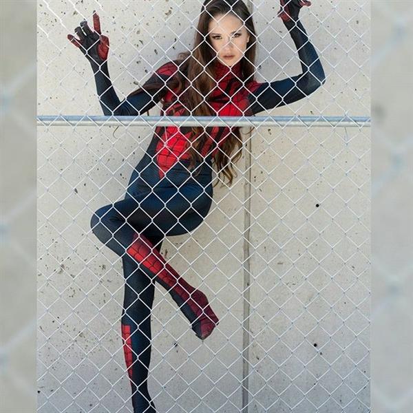 超正點的蜘蛛女 Cosplay 作品,宅宅乞等她